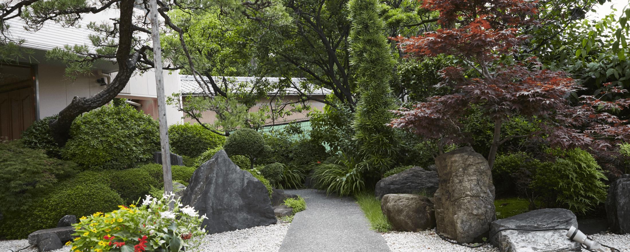 川原神社と松浦衣裳店をつなぐ秘密の近道。